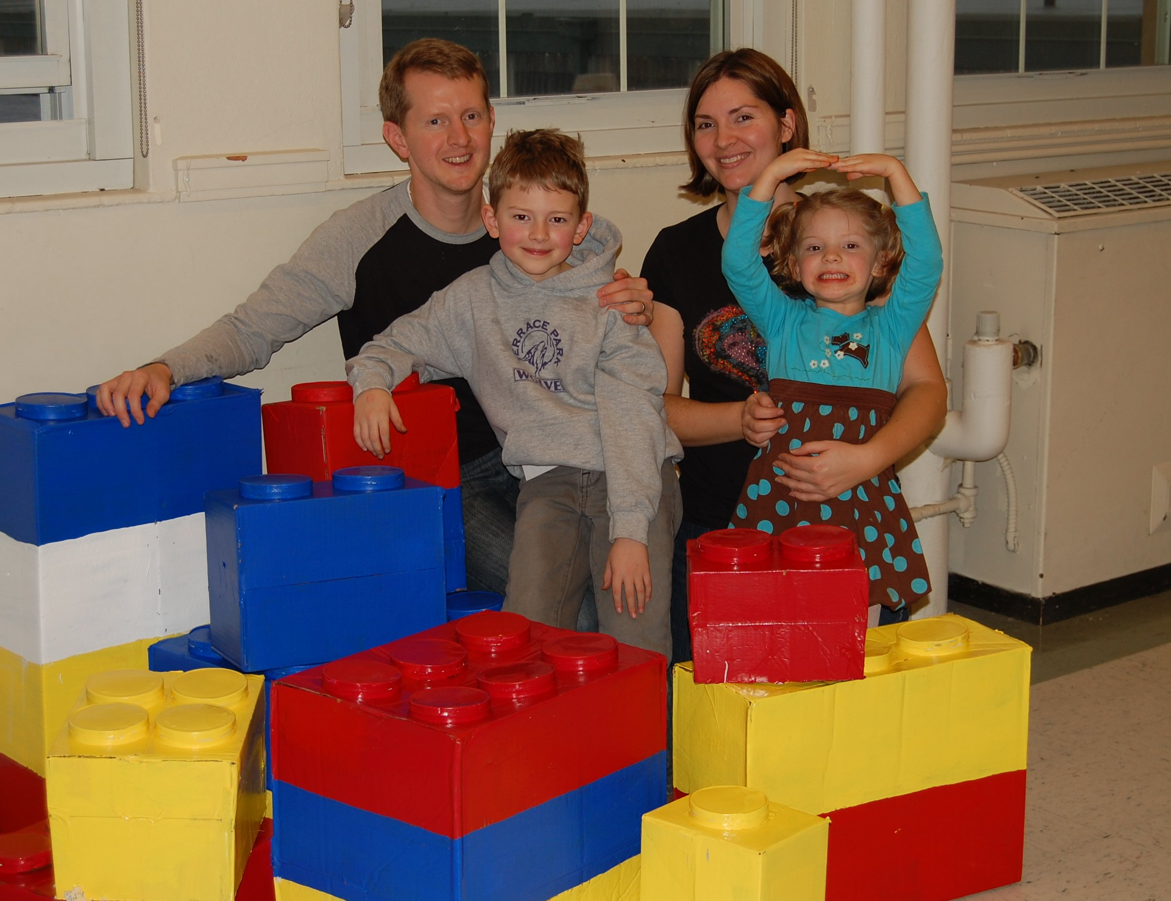 Ken Jennings woth wife Mindy Jennings and children